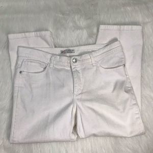 LEE CLASSIC FIT AT THE WAIST WHITE CAPRI